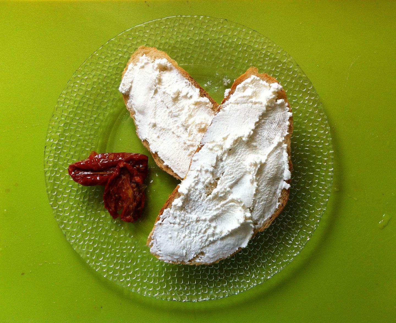ארוחת בוקר מפנקת עם ריקוטה טרייה